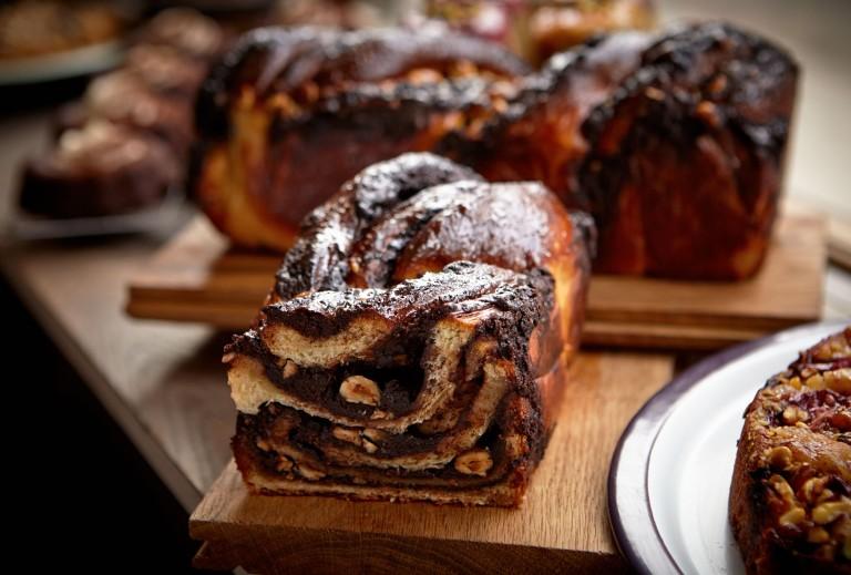 choc-Hazelnut-swirl-loaf-768x519